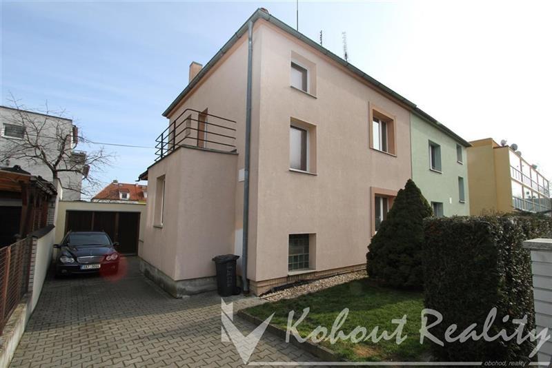 Exklusivně slunný, klidný, rodinný dům 4+1(190m2)+ garáž, v Praze 10, Strašnicích