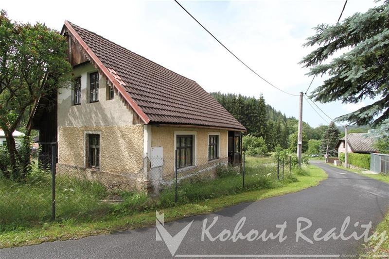 Exklusivně slunný, klidný rodinný dům o velikosti 2+1(120m2)+garáž+zahrada 1392m2, Rejštejn