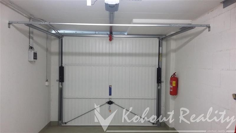 Samostatná garáž 18m2, v garážovém objektu P10- Horní Měcholopy