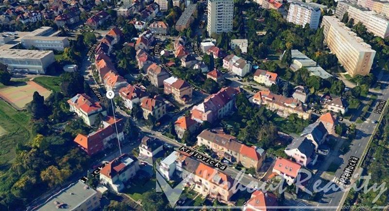 Exklusivně slunný, malý rodinný-bytový dům 2x 1+1 a 1+kk+garáž v Praze 10, Strašnicích