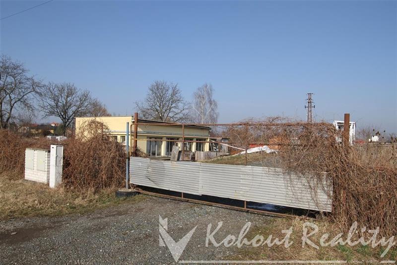 Exklusivně nabízíme smíšený komerční stavební pozemek o výměře 6000m2, Praha-východ, Mochov