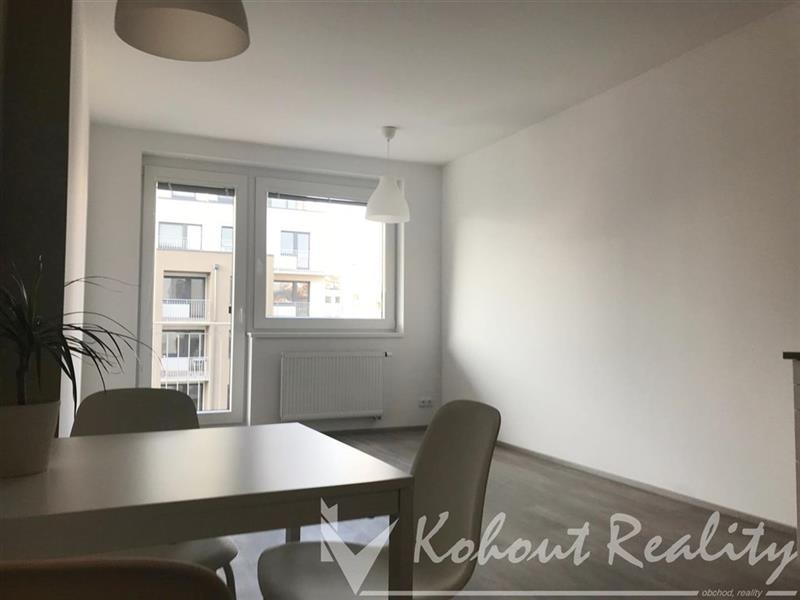 Krásný světlý byt 2+k.k., 60m2/B 3,5m2 v novostavbě, včetně garážového stání a sklepa