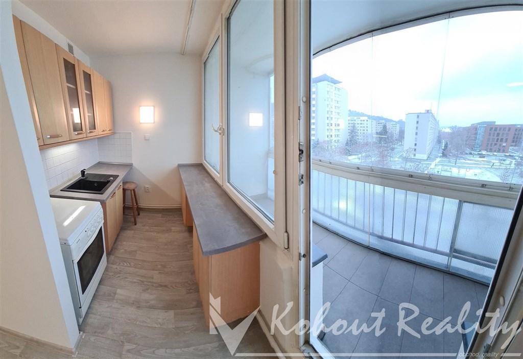 Exklusivně slunný, velký, OV, byt 1+kk/L, 28m2+7m2=35m2, Praha 8, Karlín, ulice Nekvasilova