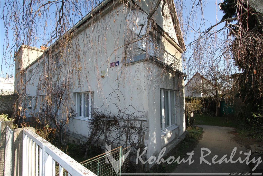 Exklusivně slunný, klidný rodinný dům 4+1+garáž, zahrada a parkování u domu, Praha 4, Spořilov