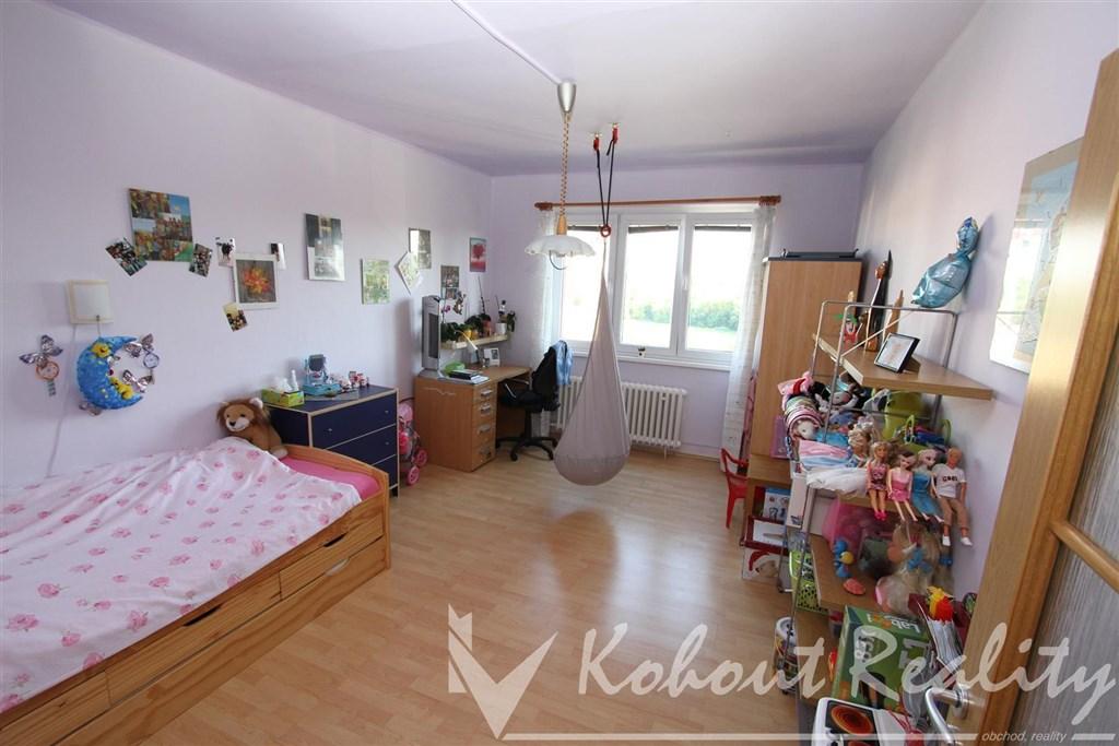 Exklusivně slunný, zrekonstruovaný, družstevní byt 3+1/L, 72m2, Praha 10, ulice Práčská