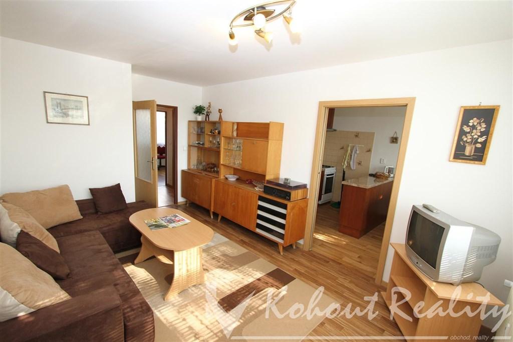Exklusivně slunný, zrekonstruovaný, zařízený byt 3+1/L, 70m2, Praha 4, Pankrác, ulice Milevská