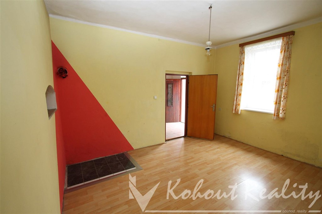 Exklusivně slunný, klidný RD o velikosti byt 2+1, 98m2, (možno až 4+1)+ garáž 13m2, centrum Uhlířské Janovice