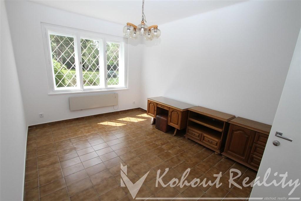 Exklusivně slunný, klidný  byt 1+1, 45m2, ve vile, P6, Břevnov