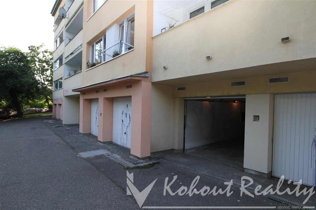 Exklusivně velkou garáž 9.3m x 2.8m = 26m2, Praha 10, ulice Niederleho