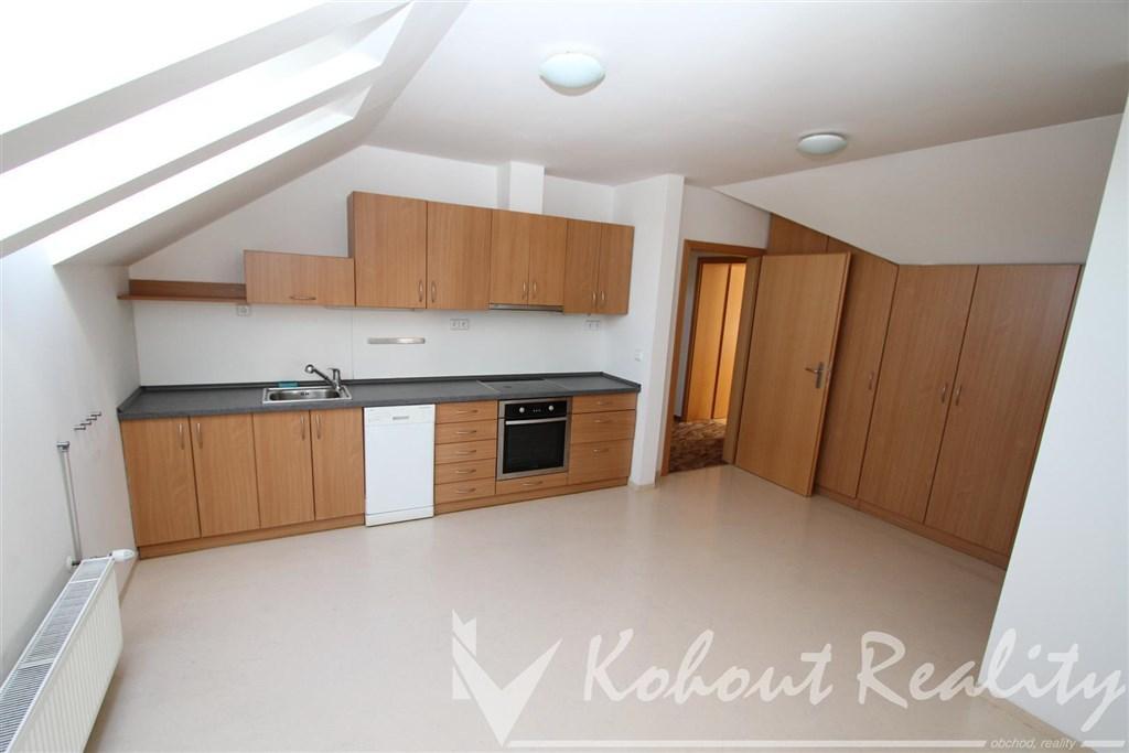 Exklusivně slunný, prostorný mezonetový byt 3+1(100m2) v  1. patře rodinného domu+2x venkovní stání u domu, Praha 10, Hostivař