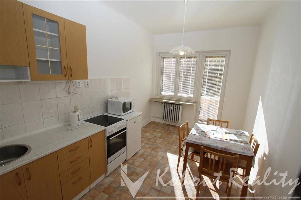 Exklusivně slunný, cihlový byt 2+1+hala+komora s balkonem, 72m2, Praha 6, ulice Bělohorská