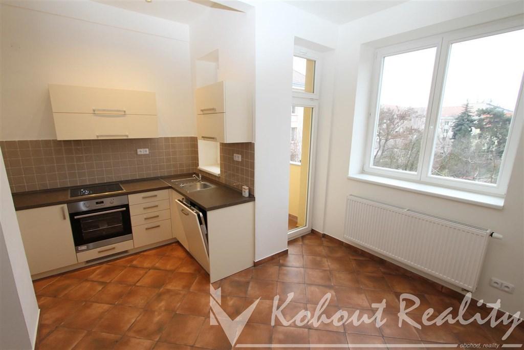 Exklusivně slunný, cihlový, zrekonstruovaný byt 2+1+hala+komora(79m2)+lodžie(3m2)+balkon(3m2), Praha 10, Strašnice