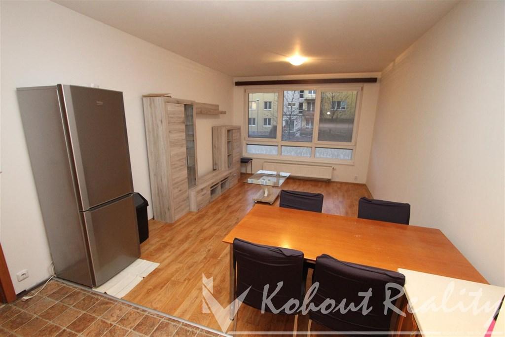 Exklusivně slunný, prostoný, cihlový byt 3+kk, 70m2+garáž. stání v domě, Praha 9, Čakovice, ulice Hakenova