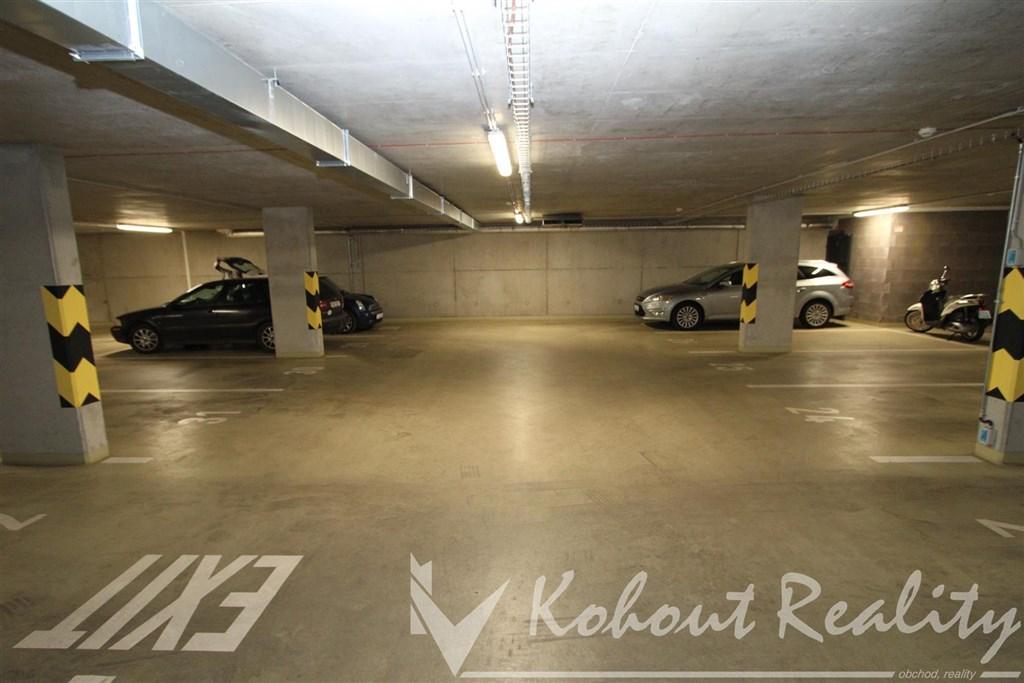 Exklusivně velké 1x garážové stání,  Praha 10, ulice Zvěřinová