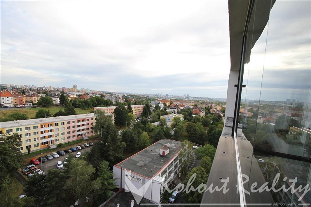 Exklusivně slunný, zrekonstruovaný s výhledem OV byt 3+1/L, 67m2, P10, Skalka, ulice Pod Strání