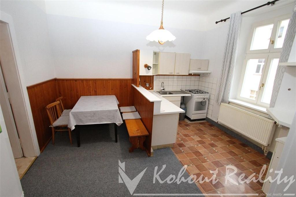 Klidný, cihlový byt 2+1/B, 62m2, P7, Holešovice, ulice Janovského