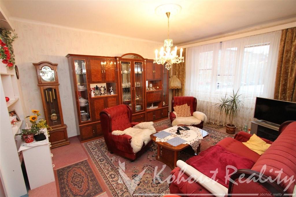 Exklusivně klidný, cihlový, slunný byt OV 2+1(57m2) s komorou v bytě, P10, ulice Ruská