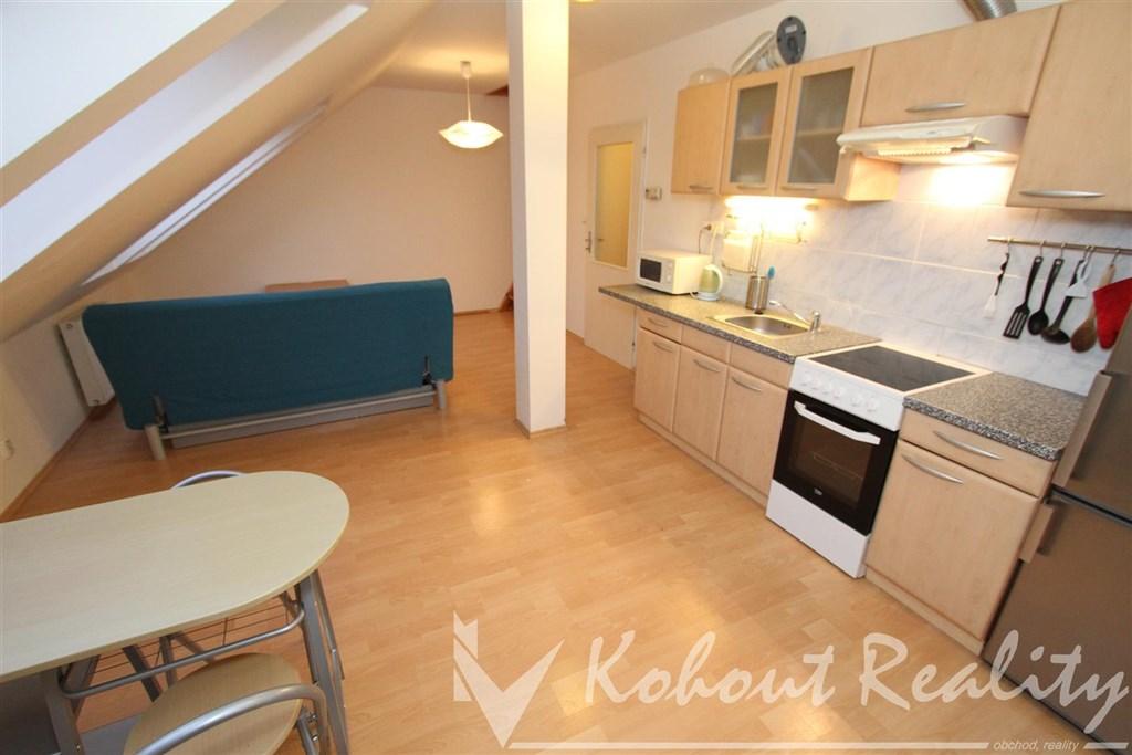 Exklusivne slunný, cihlový, mezonetový, zařízený byt 2+kk, 50m2, Praha 10, S trašnice, ulice U Kombinátu