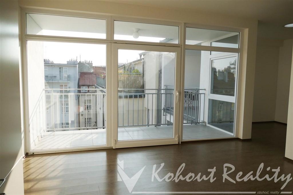 Novostavba byt 2+kk (40m2) s terasou (8m2), Praha 3, pěkná část Žižkova