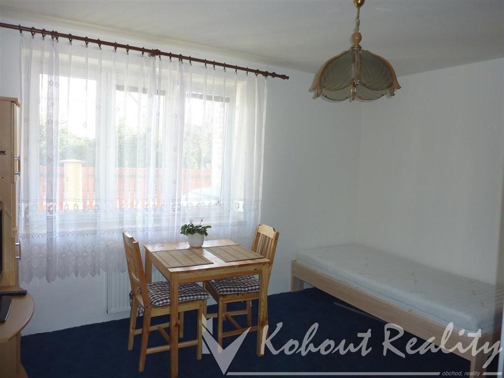 Hezký,útulný byt 1+kk s oknem, 35m2, Praha 8 metro Ládví v RD - pouze 1 osoba - muž